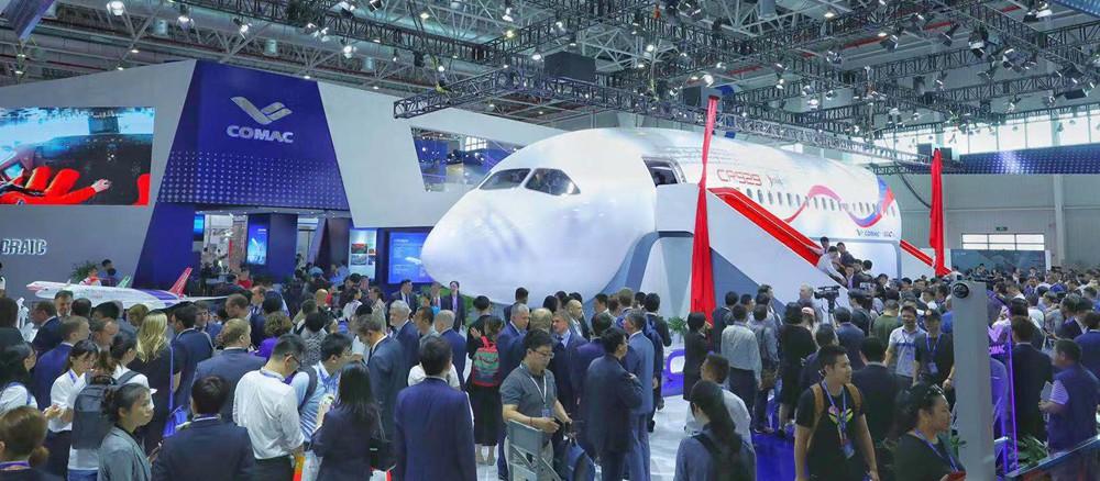 CR929远程宽体客机展示样机首次亮相国际航展