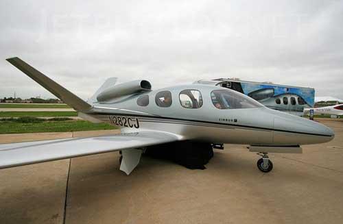 拥有单发动机的喷气式飞机亮相市场,其巡航速度超过300公里,最高飞行