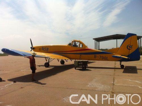 专用机——农林五b型b798l飞机安全降落宝鸡凤翔机场