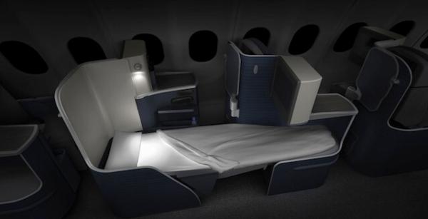 据Flightglobal报道,自2015年第二季度,巴西蔚蓝航空的空中客车A330-200客机将启用新的客舱内饰。   蔚蓝航空自12月1日起开通了飞往美国的航班服务,由空客A330执飞。该航空公司之前已经明确表示将在明年对该机型内部进行重新配置。   空客A330飞机的商务舱座椅将可调整为长度达到2米的可平躺座椅,采用1-2-1布局,每名乘客都可直接进入过道。    图2:商务舱  图3:商务舱   超级经济舱采用2-4-2的布局,每名乘客将获得3英寸的额外腿部空间。部分经济舱舱位可以转换成空中沙