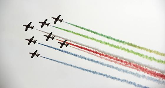 据上世纪90年代的研究,1992年全球飞机拉线覆盖了全球天空的0.