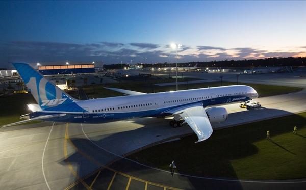 中国商用飞机有限责任公司-波音787-10梦想飞机面世