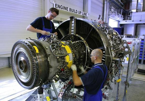 导读:近日,普惠公司发文否认了其发动机有存在火灾的报告,表示其印度客机上发生的发动机故障无关安全问题,发动机部件寿命问题归因于印度特有的雾霾,并且表示正在着手故障解决方案的实施。    2017年3月15日,航空发动机制造商普惠公司发布声明表示,印度A320neo客机上使用的PW1100G齿轮涡扇发动机所出现的故障都不会造成任何安全问题。普惠还强调,经过检测,他们没有在发动机上发现任何发生火灾的信号或迹象。   普惠印度公司主管Palash Roy Choudhury在接受采访时表示:我们做了内部和外