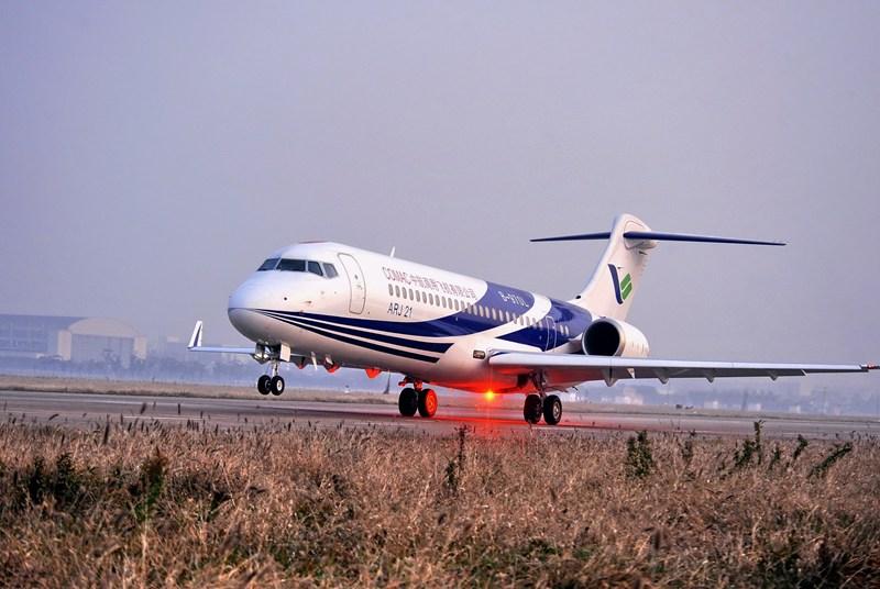 2008年11月28日,上海,ARJ21飞机101架机首飞成功。