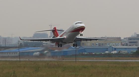 01首页arj21飞机106架机起飞转场珠海.jpg