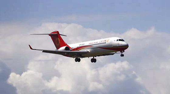 arj21-700飞机飞抵珠海