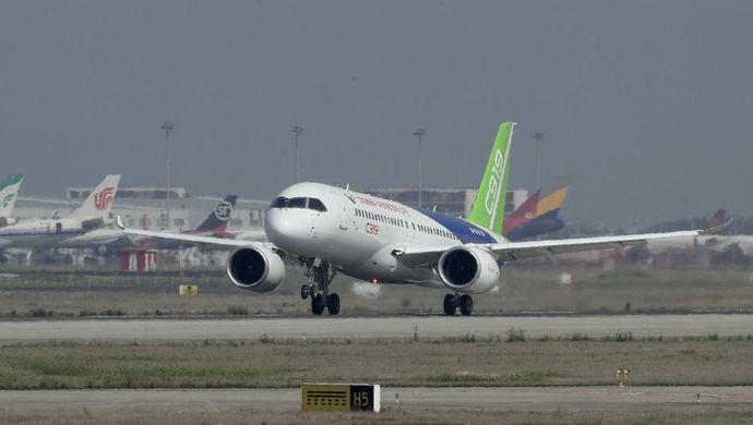 该机型还获得了国家民航局的飞行特许,这意味着首架国产大飞机距首飞