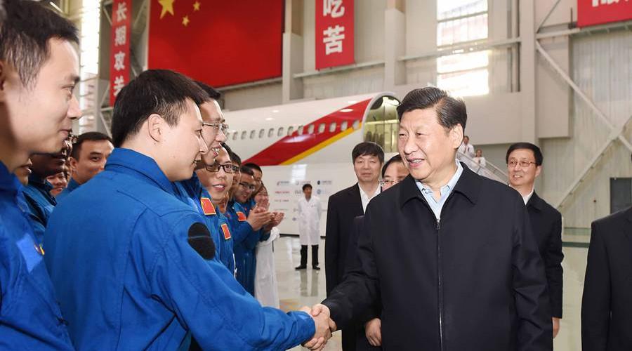 2014年5月23日,习近平总书记视察中国商飞公司并发表重要讲话 (5)_副本.jpg