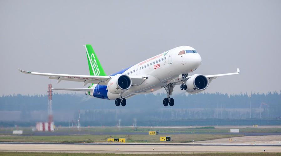 2017年5月5日,C919大型客机首飞成功_副本.jpg